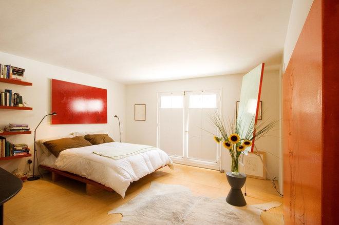 Contemporary Bedroom by emily jagoda