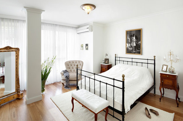 Traditional Bedroom by Tal Goldsmith Fish design studio