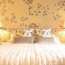 Traditional Bedroom by Pavilion Broadway