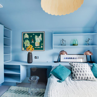 Diseño de habitación de invitados contemporánea, de tamaño medio, con paredes marrones y moqueta