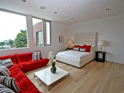 Modern Bedroom by Globus Builder