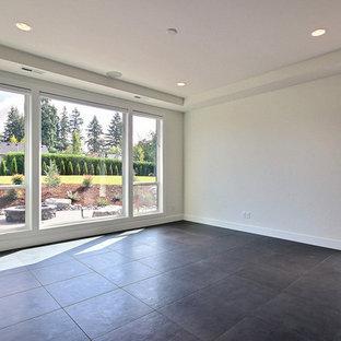 Diseño de dormitorio principal, moderno, extra grande, sin chimenea, con paredes blancas, suelo de baldosas de cerámica y suelo gris