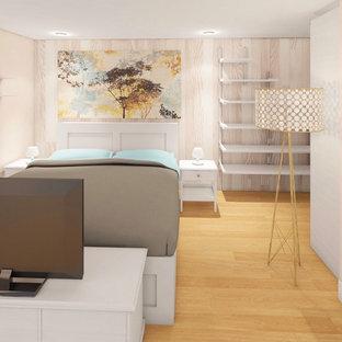 Foto de dormitorio principal y madera, escandinavo, madera, con paredes beige, suelo de bambú, suelo marrón y madera
