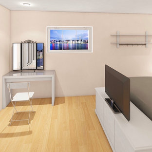Imagen de dormitorio principal y madera, escandinavo, madera, con paredes beige, suelo de bambú, suelo marrón y madera