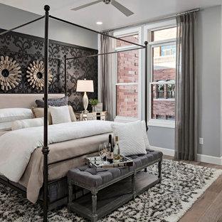 Foto de habitación de invitados tradicional renovada, de tamaño medio, con paredes blancas y suelo de baldosas de cerámica