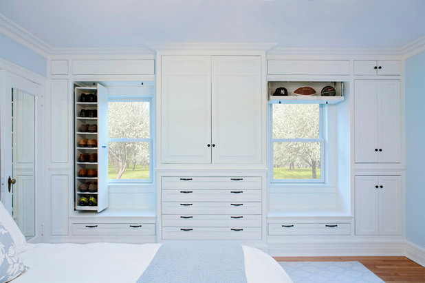 Traditional Bedroom by Akke Woodworks