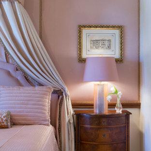 Inspiration för ett mellanstort vintage gästrum, med rosa väggar och heltäckningsmatta