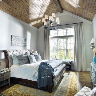 ナッシュビルの中くらいのシャビーシック調のおしゃれな主寝室 (グレーの壁、濃色無垢フローリング、暖炉なし) のレイアウト