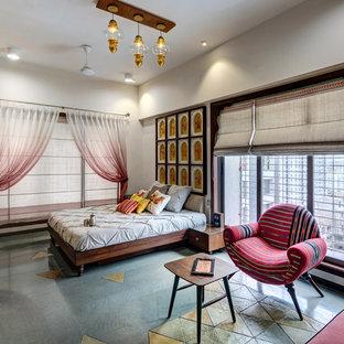 Выдающиеся фото от архитекторов и дизайнеров интерьера: спальня в восточном стиле с белыми стенами и серым полом