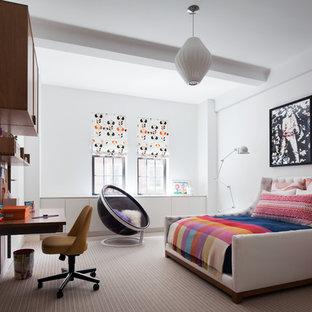 Ejemplo de dormitorio tipo loft, contemporáneo, sin chimenea, con paredes blancas y moqueta