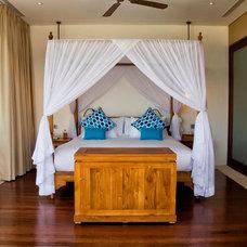 Asian Bedroom by PT Cempaka Interior