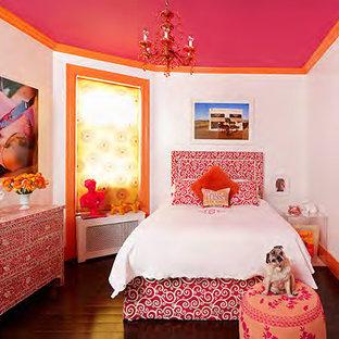 Any girls dream room; pop art & a fuchsia high gloss ceiling!