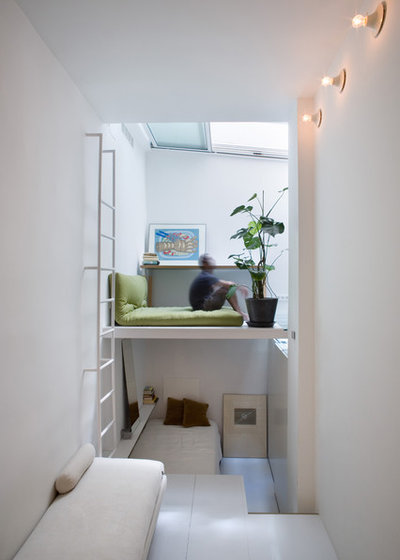 Contemporary Bedroom by Elena Almagro