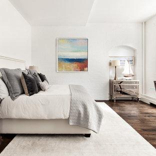 Imagen de dormitorio principal, tradicional renovado, grande, sin chimenea, con paredes blancas, suelo marrón y suelo de madera oscura