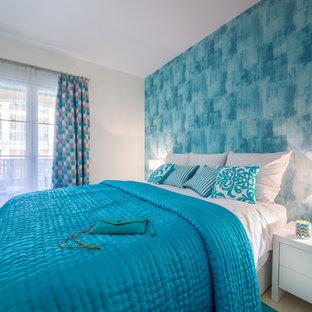 Modelo de dormitorio principal, marinero, de tamaño medio, sin chimenea, con paredes multicolor