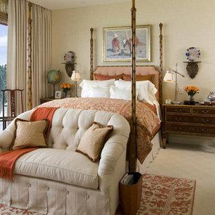 Idée de décoration pour une chambre asiatique de taille moyenne avec un sol beige.