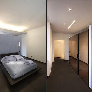 Foto de dormitorio principal, contemporáneo, de tamaño medio, con paredes blancas y suelo de baldosas de porcelana
