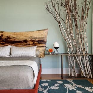 Modelo de dormitorio rural con paredes verdes