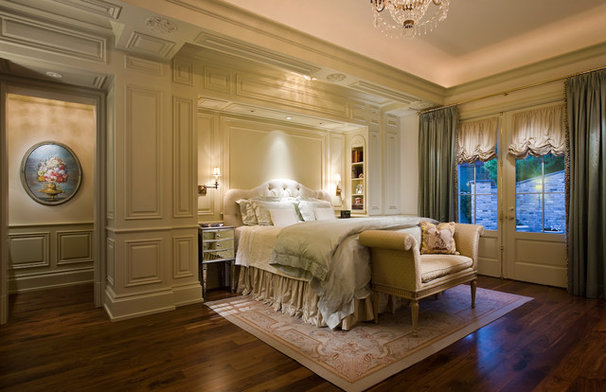 Traditional Bedroom by PHX Architecture