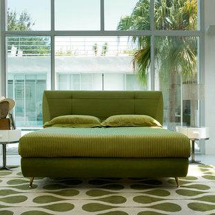Idéer för ett modernt sovrum, med grönt golv