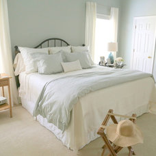Beach Style Bedroom by Kristie Barnett, The Decorologist
