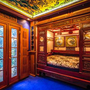 シカゴのアジアンスタイルのおしゃれな客用寝室 (青い床) のインテリア