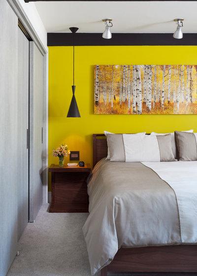 Midcentury Bedroom by Menendez Architects PC