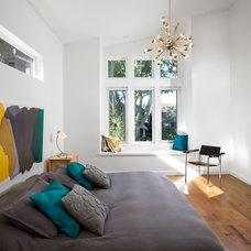 Modern Bedroom by Klondike Contracting