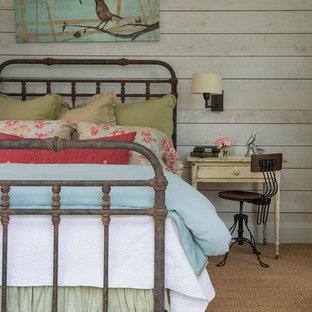 ダラスのカントリー風おしゃれな寝室 (白い壁、カーペット敷き) のインテリア
