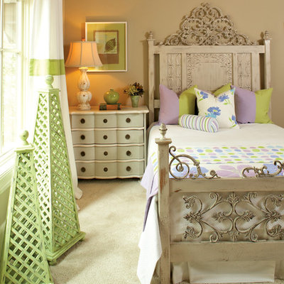 Bedroom - mid-sized traditional guest carpeted and beige floor bedroom idea in Atlanta with beige walls
