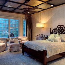 Traditional Bedroom by Jan Niels