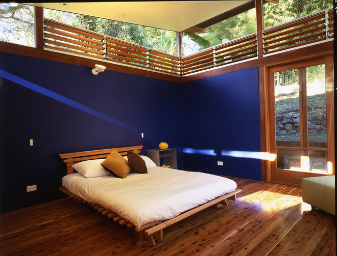 Beach Style Bedroom by Sam Crawford Architects