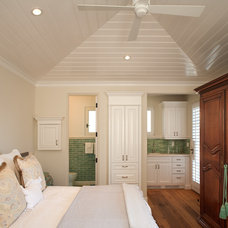 Traditional Bedroom by FOLIO