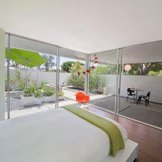 Midcentury Bedroom by werkshop