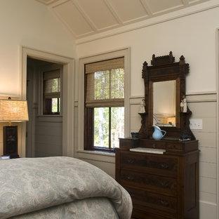 Imagen de habitación de invitados de estilo de casa de campo, de tamaño medio, sin chimenea, con paredes beige