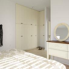 Contemporary Bedroom by Moshi Gitelis - Photographer