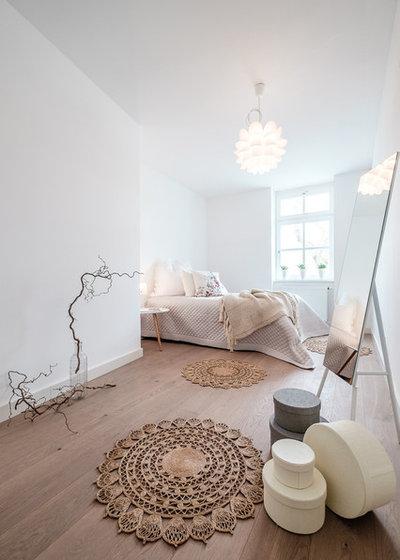 Scandinavian Bedroom by werginz gmbh - zur WOHN.FEE