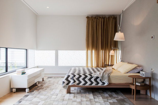 Contemporary Bedroom by Designmas