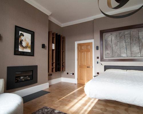 Schlafzimmer mit kaminsims aus metall und brauner wandfarbe ideen design bilder houzz - Wandfarbe kamin ...