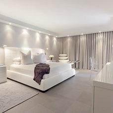Modern Bedroom by Jeffrey Lamb Interiors