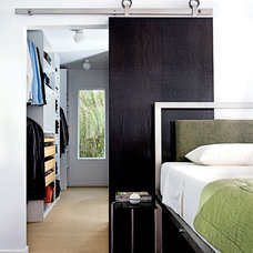 Modern Bedroom by Krown Lab