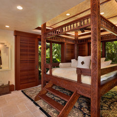 tropical bedroom by Rick Ryniak Architects
