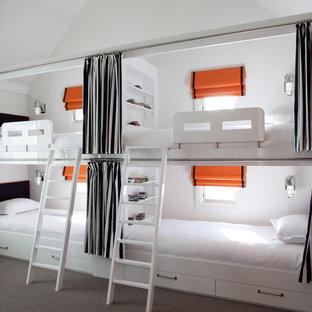 Imagen de habitación de invitados contemporánea con paredes blancas y moqueta