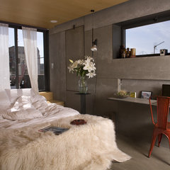 modern bedroom by Churreria Photography
