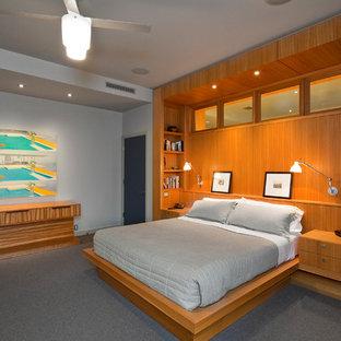 Imagen de dormitorio actual, sin chimenea, con paredes grises y moqueta