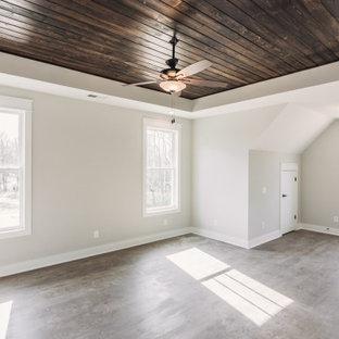Ejemplo de dormitorio principal, clásico, grande, con paredes grises, suelo vinílico y suelo gris