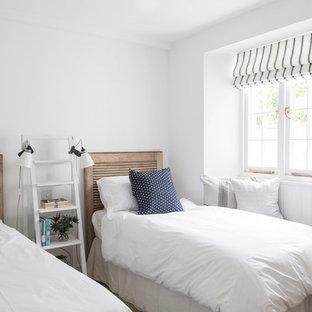 Пример оригинального дизайна: гостевая спальня в морском стиле с белыми стенами