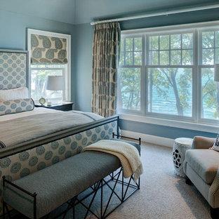 На фото: спальня в морском стиле с