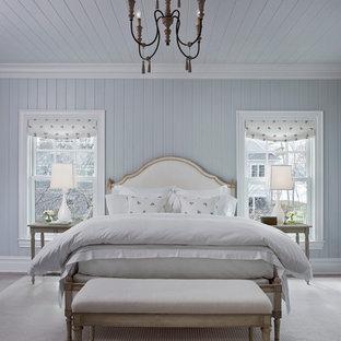 Ispirazione per una grande camera da letto stile marino con pareti blu e pavimento grigio