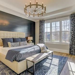 シャーロットのトランジショナルスタイルのおしゃれな寝室 (黒い壁) のレイアウト